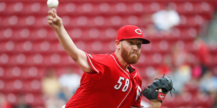 Dan Straily in action with Reds