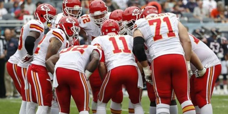 Chiefs teammates discussing some plays