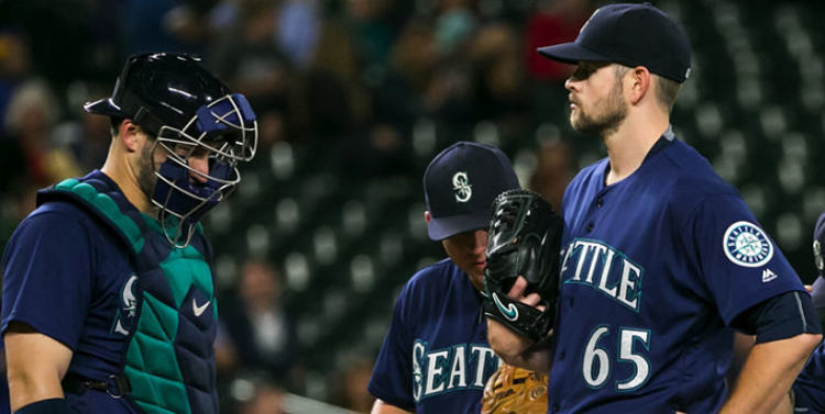 Seattle Mariners teammates gathered around
