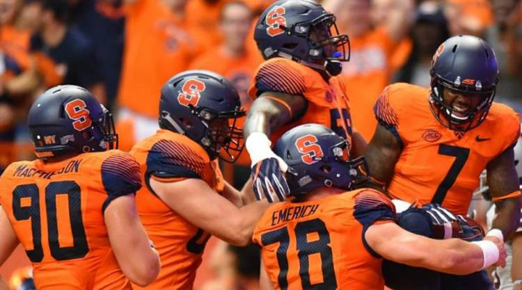 Syracuse Orange celebrate TD