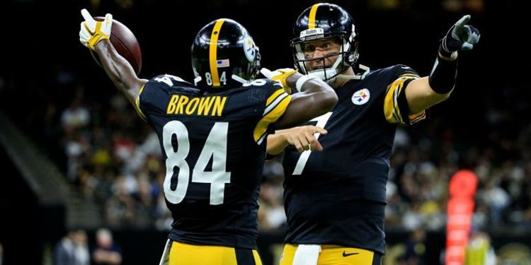QB Roethlisberger and receiver Brown celebrating
