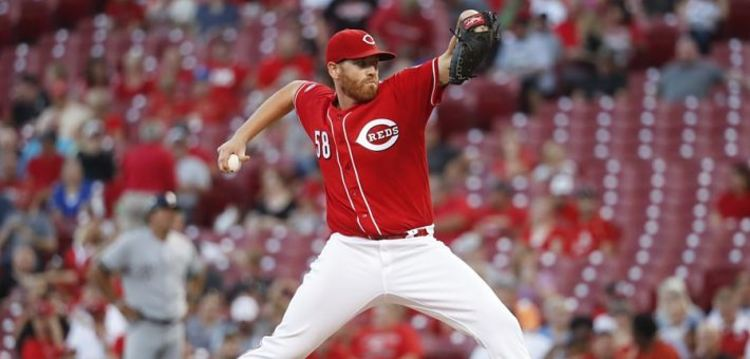 Dan Straily pitching during a game