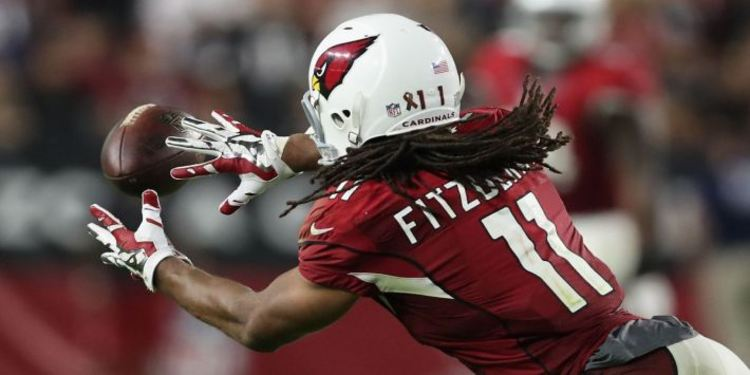 Cardinals Larry Fitzgerald Leaning Towards To Catch Football