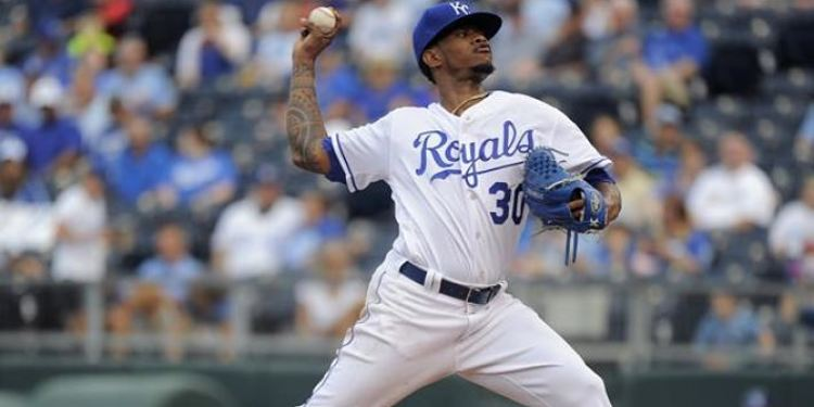 Yordano Ventura pitching during a Royals' game