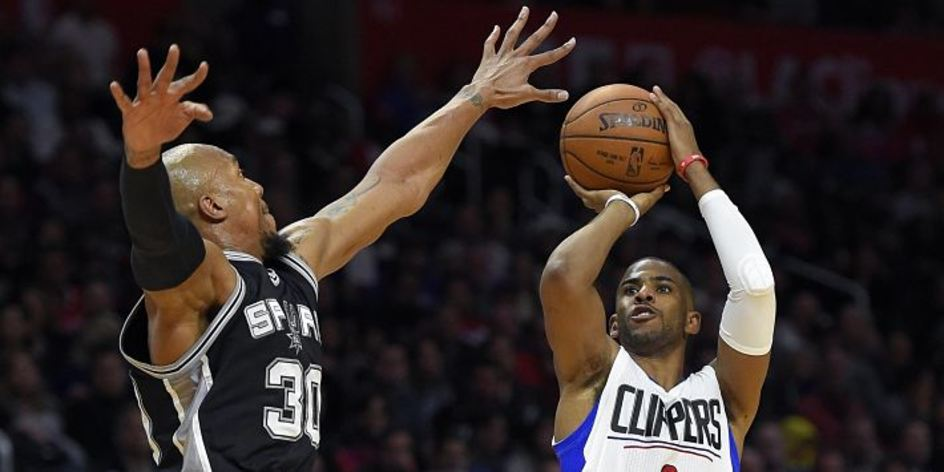 Clippers overwhelm Spurs
