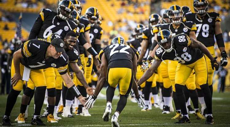 Pittsburg Steelers Players take the field