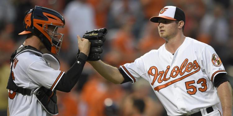 Orioles Pitcher Zach Britton throwing a baseball