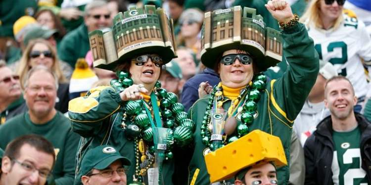 Green Bay Packers fans cheering for their team