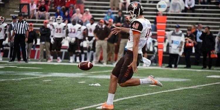Bowling Green Falcons player kicking the ball