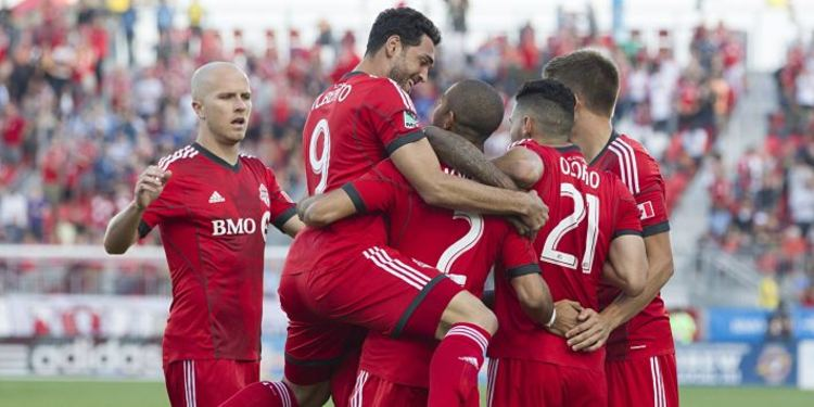 Toronto FC PLayers celebrating goal