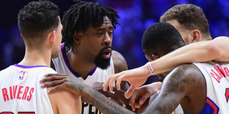 LA Clippers Huddled Up