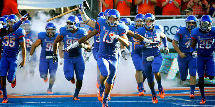 Boise St Broncos Players take the field