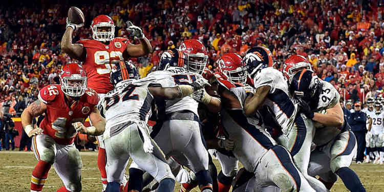 Dontari Poe Passing The Football
