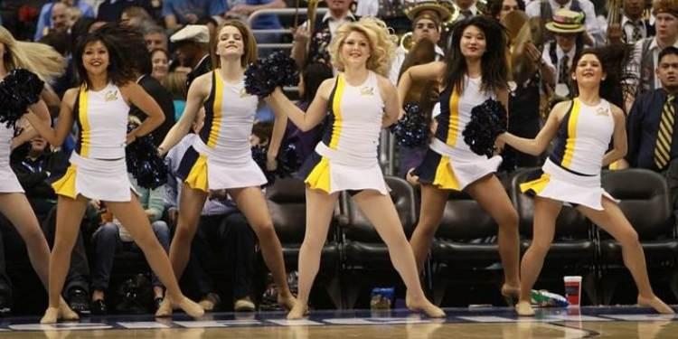 California Golden Bears cheerleaders