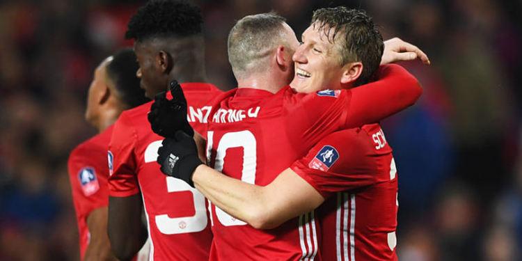 Manchester United players celebrating