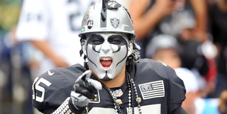 Oakland Raiders' fan