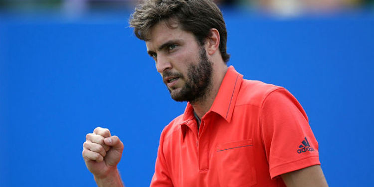 Gilles Simon celebrating