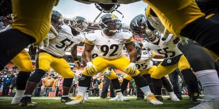 Steelers Team On The Football Field