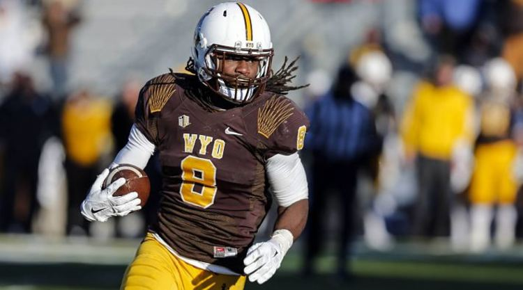 Wyoming Cowboys RB runnig with ball