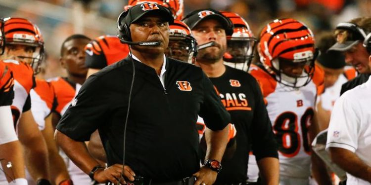 Cincinnati Bengals coach and players watching a play review