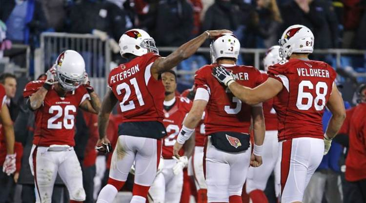 Carson Palmer get love from his teammates