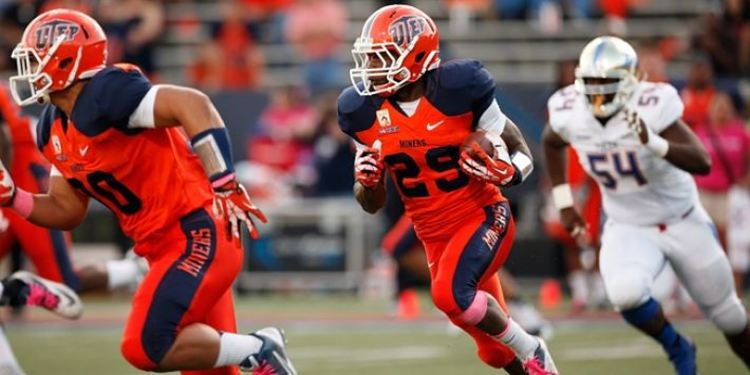 UTEP Miners 2 players running during a game