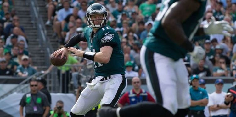 Eagles QB Carson Wentz in action