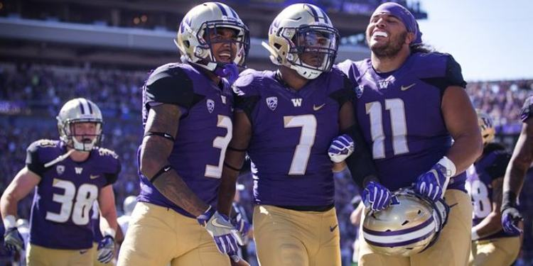Washington Huskies players celebrating after a play