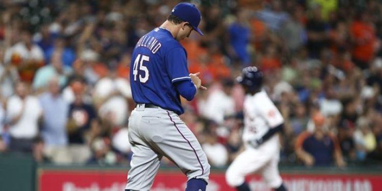 Texas Rangers starting pitcher Derek