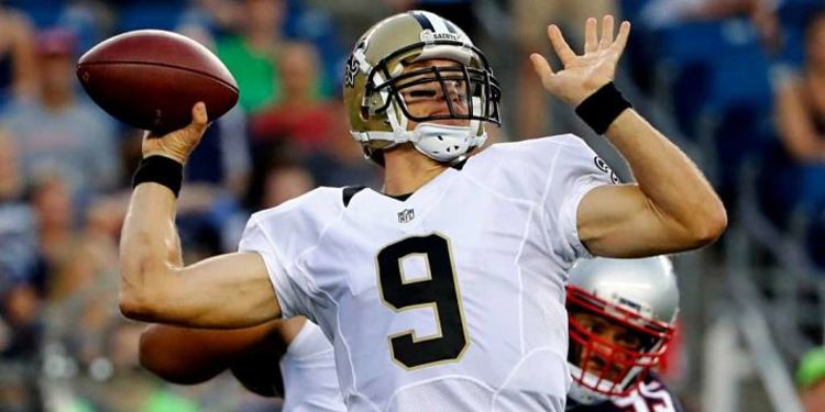 Saints player Drew Brees in action