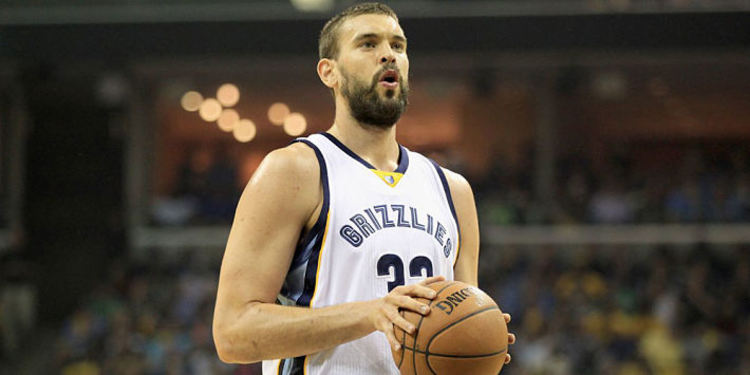 Memphis Grizzlies' Marc Gasol during a game with the ball in his hands