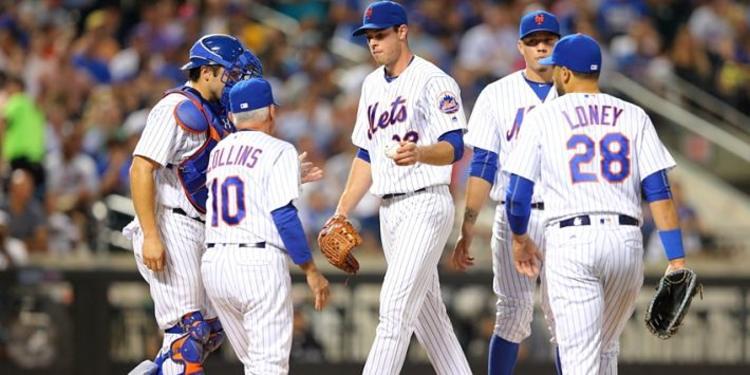 N.Y. Mets  team gathered around