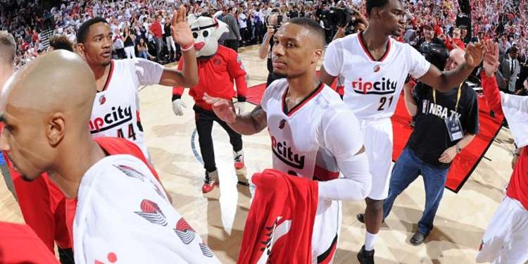 Portland Trail Blazers Salute After a Game