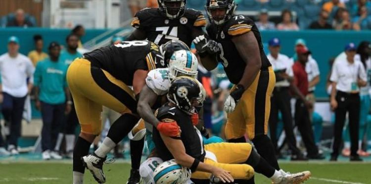 Ben Roethlisberger gets injured during a game