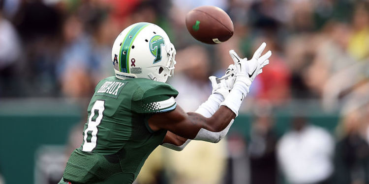 Tulane Green Wave Player Catches the ball