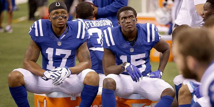 Indianapolis Colts  players sitting in bench
