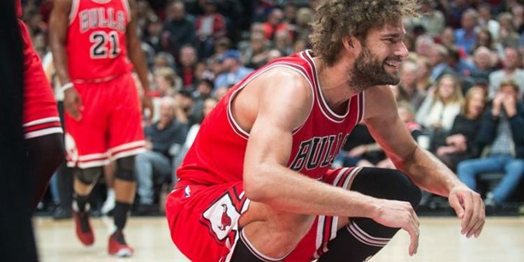 Bulls player Robin Lopez