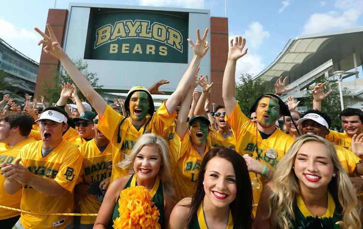 Baylor Bears fans and cheerleaders