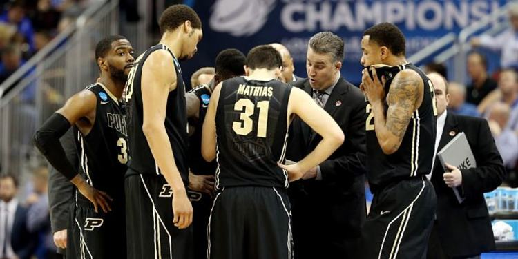 Purdue Boilermakers players huddled up