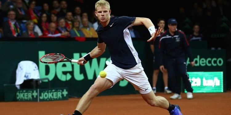 Tennis player Kyle Edmund in action
