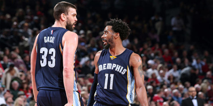 Memphis Grizzlies players talking