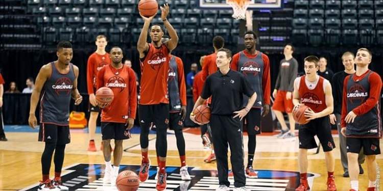 Louisville Cardinals  players during warm up
