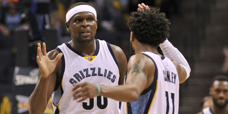 Memphis Grizzlies players giving high fives