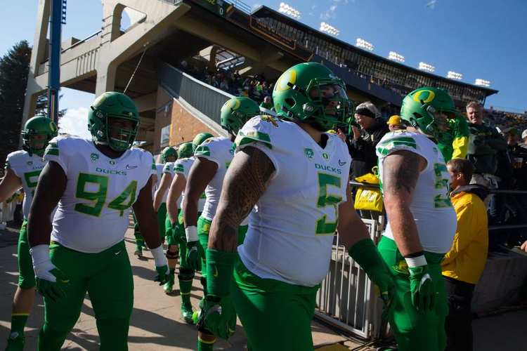 Oregon Ducks players walking into field