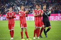 Bayern Munich players clapping in field