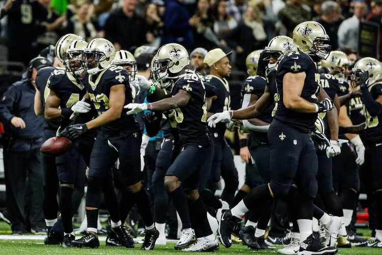 New Orleans Saints  players in field
